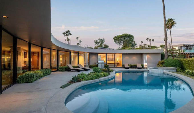 Elon Musk's spaceship-shaped mansion for sale, All things