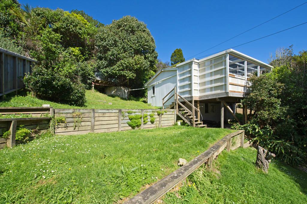 26 Waiheke Rd, Onetangi, Waiheke Island-House for sale under